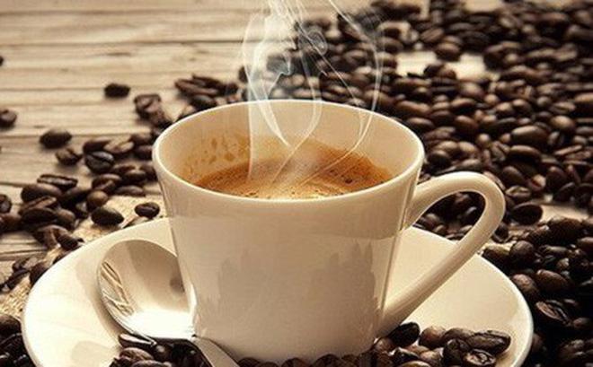 Hãy bắt trọn khoảnh khắc ly cafe nóng đang bốc hơi